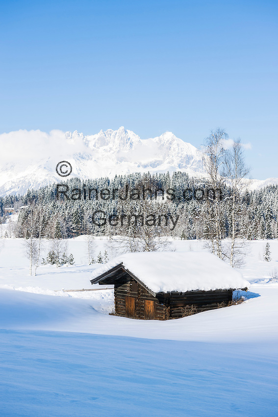 Austria, Tyrol, Reith near Kitzbuhel: winter scenery at idyllic Schwarzsee (Black Lake) on the outskirts of Kitzbuhel, at background Wilder Kaiser mountains | Oesterreich, Tirol, Reith bei Kitzbuehel: Winterlandschaft am Schwarzsee, im Hintergrund das Wilder Kaiser Gebirge