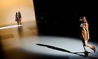 RIO DE JANEIRO, RJ, 10 DE JANEIRO 2012 - FASHION RIO - DESFILE GRIFE CANTÃO - Modelo durante desfile da grife Cantão no primeiro dia de desfiles da edição inverno 2012 do Fashion Rio, no Pier Mauá na cidade do Rio de Janeiro nesta terça-feira, 10. (FOTO: MAURO PIMENTEL - NEWS FREE).