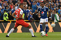BOGOTÁ - COLOMBIA, 20-01-2019: Fainer Torijano (Izq.) jugador de Independiente Santa Fe disputa el balón con Juan Camilo Salazar (Der.) jugador de Millonarios, durante partido Independiente Santa Fe y Millonarios, por el Torneo Fox Sports 2019, jugado en el estadio Nemesio Camacho El Campin de la ciudad de Bogotá. / Fainer Torijano (L) player of Independiente Santa Fe vies for the ball with Juan Camilo Salazar (R) player of Millonarios, during a match between Independiente Santa Fe and Millonarios, for the Fox Sports Tournament 2019, played at the Nemesio Camacho El Campin stadium in the city of Bogota. Photo: VizzorImage / Luis Ramírez / Staff.