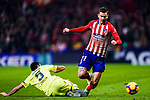 Lucas Hernandez of Atletico de Madrid (R) is challenged by Sergio Busquets of FC Barcelona (L) during the La Liga 2018-19 match between Atletico Madrid and FC Barcelona at Wanda Metropolitano on November 24 2018 in Madrid, Spain. Photo by Diego Souto / Power Sport Images