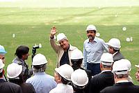 BRASÍLIA, DF 08, DE MAIO DE 2013 - EX PRESIDENTE LULA VISITA O ESTÁDIO NACIONAL MANÉ GARRINCHA EM BRASÍLIA - O ex presidente Luiz Ignácio Lula da Silva (LULA), junto com o governador do Distrito Federal Agnelo Queiroz, durante visita ao Estádio Nacional Mané Garrincha em Brasília nesta tarde de quata-feira (08). FOTO. RONALDO BRANDÃO / BRAZIL PHOTO PRESS