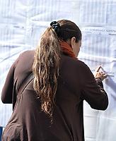 BOGOTÁ-COLOMBIA, 27-10-2019: Ciudadano Colombiano buscan su puesto de votación durante la jornada de Elecciones Autoridades Territoriales 2019. / Colombian Citizen search their vota table during the day of Elections Territorial Authorities 2019. Photo: VizzorImage/ Luis Ramírez / Staff.