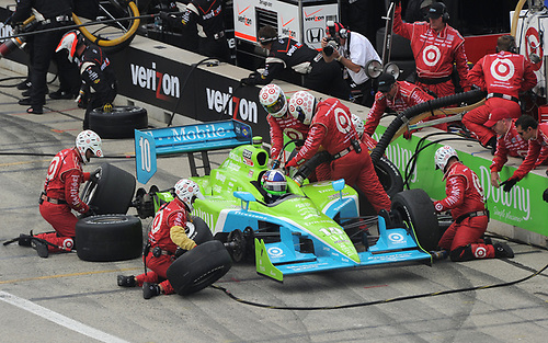17-19 June 2011, West Allis, Wisconsin USA<br /> #10 Dario Franchitti pitstop.<br /> ©2011 Dan R. Boyd Lat Photo USA