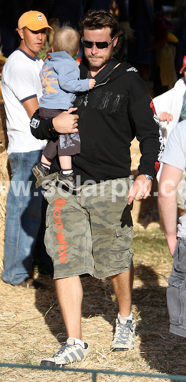 **ALL ROUND PICTURES FROM SOLARPIX.COM**.**WORLDWIDE SYNDICATION RIGHTS EXCEPT FOR USA, AUSTRALIA & GERMANY**.Tori Spelling & Dean with their kids go to the pumpkin patch in West Hollywood, CA.USA.JOB REF:  7574       LAS       DATE:12.10.08.**MUST CREDIT SOLARPIX.COM OR DOUBLE FEE WILL BE CHARGED* *UNDER NO CIRCUMSTANCES IS THIS IMAGE TO BE REPRODUCED FOR ANY ONLINE EDITION WITHOUT PRIOR PERMISSION*