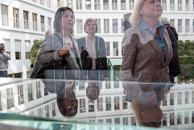 Fraktionsuebergreifend stellten am Montag den 6. Mai 2019 Bundestagsabgeordneten Annalena Baerbock, Bundesvorsitzende Buendnis 90 / Die Gruenen (links im Bild); Katja Kipping, Parteivorsitzende der Linkspartei (Mitte); Christine Aschenberg-Dugnus, gesundheitspolitische Sprecherin der FDP-Bundestagsfraktion; Hilde Mattheis, SPD (rechts im Bild) und Karin Maag, gesundheitspolitische Sprecherin der CDU/CSU-Bundestagsfraktion einen alternativen Gesetzentwurf zur Organspende vor. Im Gegensatz zum Organspendegesetz von Gesundheitsminister Jens Spahn, setzten die Abgeordneten auf Freiwilligkeit zur Organspende und nicht auf die automatische Zustimmung, wenn kein Widerspruch vorliegt.<br /> 6.5.2019, Berlin<br /> Copyright: Christian-Ditsch.de<br /> [Inhaltsveraendernde Manipulation des Fotos nur nach ausdruecklicher Genehmigung des Fotografen. Vereinbarungen ueber Abtretung von Persoenlichkeitsrechten/Model Release der abgebildeten Person/Personen liegen nicht vor. NO MODEL RELEASE! Nur fuer Redaktionelle Zwecke. Don't publish without copyright Christian-Ditsch.de, Veroeffentlichung nur mit Fotografennennung, sowie gegen Honorar, MwSt. und Beleg. Konto: I N G - D i B a, IBAN DE58500105175400192269, BIC INGDDEFFXXX, Kontakt: post@christian-ditsch.de<br /> Bei der Bearbeitung der Dateiinformationen darf die Urheberkennzeichnung in den EXIF- und  IPTC-Daten nicht entfernt werden, diese sind in digitalen Medien nach §95c UrhG rechtlich geschuetzt. Der Urhebervermerk wird gemaess §13 UrhG verlangt.]
