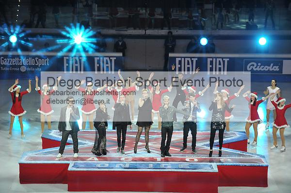 23 dicembre 2012 - X-Factor on Ice<br /> Palavela di Torino<br /> <br /> Cast cantanti<br /> Chiara, Ics, Cixi, Daniele, Davide e Freres Chaos