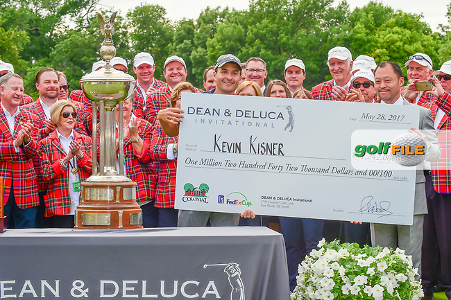 Kevin Kisner (USA) with the check for winning the 2017 Dean &amp; Deluca Invitational, at The Colonial, Ft. Worth, Texas, USA. 5/28/2017.<br /> Picture: Golffile | Ken Murray<br /> <br /> <br /> All photo usage must carry mandatory copyright credit (&copy; Golffile | Ken Murray)