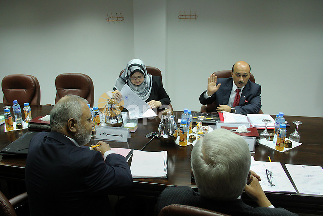 Ministers of the new Palestinian unity government in Gaza strip attend a meeting in Gaza city, on June 17,  2014. Photo by Atia Darwish