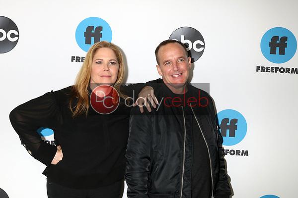LOS ANGELES - FEB 5:  Mary McCormack, Clark Gregg at the Disney ABC Television Winter Press Tour Photo Call at the Langham Huntington Hotel on February 5, 2019 in Pasadena, CA
