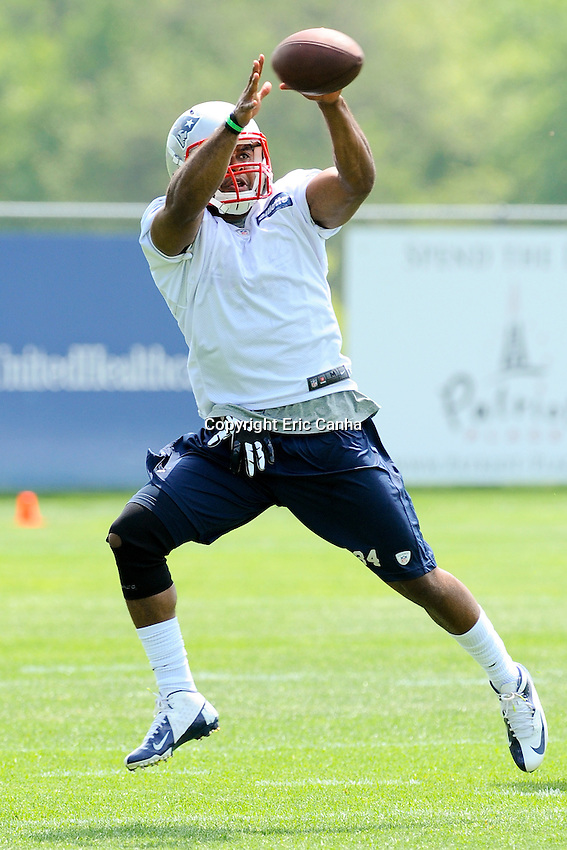 New England Patriots running back Shane Vereen (34) pulls down a pass during the New England Patriots Organized Team Activities held at Gillette Stadium in Foxborough Massachusetts.  Eric Canha/CSM