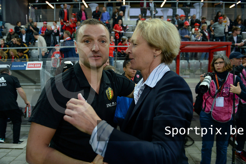 20181009 – BIEL BIENNE , SWITZERLAND : Belgian head coach Ives Serneels and Swiss head coach Martina Voss-Tecklenburg pictured during the female soccer game between Switzerland and the Belgian Red Flames , the second leg in the semi finals play offs for qualification for the World Championship in France 2019 ; the first leg ended in equality 2-2 ;  Tuesday 9 th october 2018 at The Tissot Arena  in BIEL BIENNE , Switzerland . PHOTO SPORTPIX.BE | DAVID CATRY