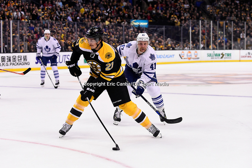 Saturday, November 21, 2015: Boston Bruins left wing Loui Eriksson (21) takes aim during the National Hockey League game between the Toronto Maple Leafs and the Boston Bruins held at TD Garden, in Boston, Massachusetts. The Bruins defeat the Maple Leafs 2-0 in regulation time. Eric Canha/CSM