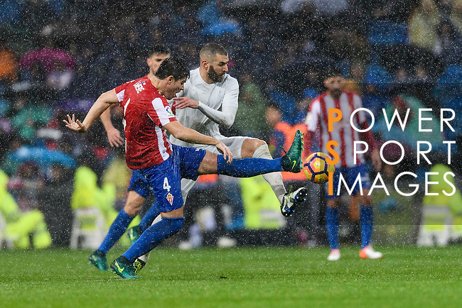 Jorge Mere of Real Sporting de Gijon battles for the ball with Karim Benzema of Real Madrid during the La Liga match between Real Madrid and Real Sporting de Gijon at the Santiago Bernabeu Stadium on 26 November 2016 in Madrid, Spain. Photo by Diego Gonzalez Souto / Power Sport Images