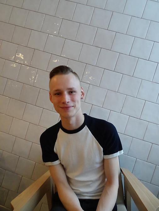 """""""ich sehe mich als Este und Europäer, Russisch ist nur meine Muttersprache"""", sagt Denis Lartschenko (23), der an der Universität Narwa Wirtschaft studiert."""