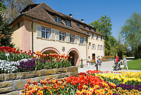 DEU, Deutschland, Baden-Wuerttemberg, Bodensee: Insel Mainau, Blumeninsel und groesste touristische Attraktion am Bodensee, Torbogengebaeude | DEU, Germany, Baden-Wuerttemberg, Lake Constance: Mainau Island, Flower Island and greatest tourist attraction at Lake Constance, archway building