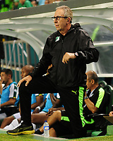 PALMIRA-COLOMBIA-12-05-2018: Gerardo Pelusso, técnico de Deportivo Cali, durante partido de ida de los cuartos de final entre Deportivo Cali y Atlético Nacional, por la Liga Aguila I 2018, jugado en el estadio Deportivo Cali (Palmaseca) en la ciudad de Palmira. / Gerardo Pelusso, coach of Deportivo Cali, during a match of the first leg of the quarterfinals between Deportivo Cali and Atletico Nacional, for the Liga Aguila I 2018, at the Deportivo Cali (Palmaseca) stadium in Palmira city. Photo: VizzorImage  / Nelson Rios / Cont.