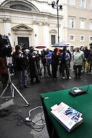 """Roma, 12 Maggio 2010.S.Apollinare.Presentazione del libro """"Mai ci fu pietà""""di Angela Camuso sulla Banda della Magliana di fronte alla chiesa S.Apollinare dove è sepolto il boss della banda Enrico De Pedis detto Renatino..Rome, May 12, 2010.St. Apollinare.Presentation of the book """"Mai ci fu pietà"""" by Angela Camuso on Magliana Gang in front of the church of St. Apollinare  where  is buried the boss of the gang  Enrico De Pedis alias Renatino"""