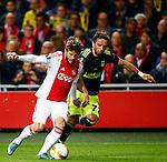 Nederland, Amsterdam, 5 november 2015<br /> Europa League<br /> Seizoen 2015-2016<br /> Ajax-Fenerbahce (0-0)<br /> Lasse Schone van Ajax en Gokhan Gonul van Fenerbahce strijden om de bal