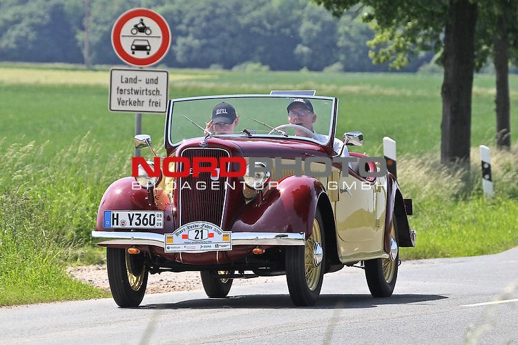 Aus Harz- Heide -Fahrt fuer Odtimer am 06. 06 .2010 -hier bei Hildesheim. Im Foto: Ford Eifel Roadster Bj. 1936. <br /> <br /> <br /> Foto: &copy; nph / Rust<br />  *** Local Caption *** Fotos sind ohne vorherigen schriftliche Zustimmung ausschliesslich f&uuml;r redaktionelle Publikationszwecke zu verwenden.<br /> <br /> Auf Anfrage in hoeherer Qualitaet/Aufloesung