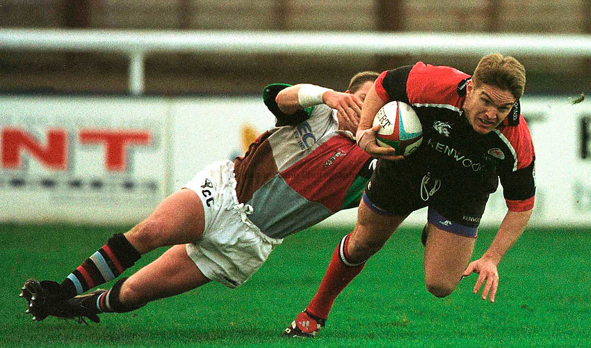27.12.2000. The Stoop..Zurich Premiership..Saracens centre, Tim Horan scoring a try. ...........