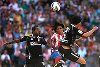 Atletico's Falcao and Granada's Bryan Angulo and Mainz during La Liga BBVA match. April 14, 2013.(ALTERPHOTOS/Alconada)