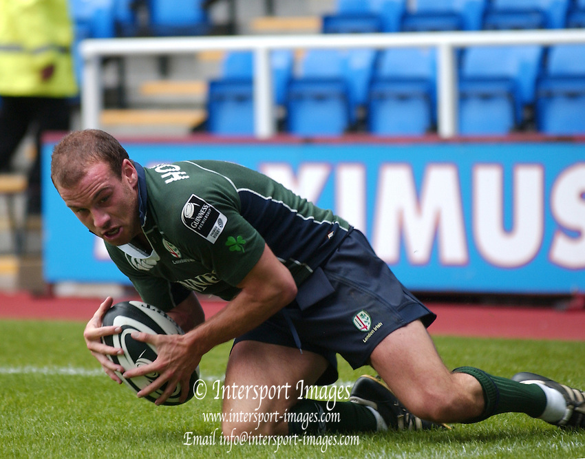 2005/06 Guinness Premiership Rugby, London Irish vs Bristol Rugby; Exiles Paul Hodgson touches down for his second try.  Madejski Stadium, Reading, ENGLAND 24.09.2005   © Peter Spurrier/Intersport Images - email images@intersport-images..