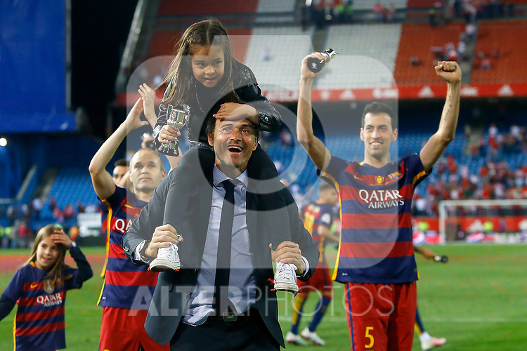 FC Barcelona's Andres Iniesta (l), the coach Luis Enrique Martinez with his daughter and Sergio Busquets celebrate the victory in the Spanish Kings Cup Final match. May 22,2016. (ALTERPHOTOS/Acero)
