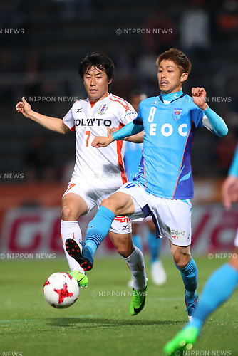 (L to R) <br /> Takashi Kondo (Ehime FC), <br /> Kensuke Sato (Yokohama FC), <br /> MAY 3, 2017 - Football / Soccer : <br /> 2017 J2 League match <br /> between Yokohama FC 4-0 Ehime FC <br /> at NHK Spring Mitsuzawa Football Stadium, Kanagawa, Japan. <br /> (Photo by YUTAKA/AFLO SPORT)