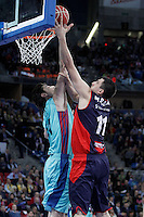 Caja Laboral Baskonia's Milko Bjelica (r) and FC Barcelona Regal's Ante Tomic during Spanish Basketball King's Cup semifinal match.February 07,2013. (ALTERPHOTOS/Acero)