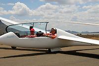 4415 / Achim: AFRIKA, SUEDAFRIKA, 01.01.2007:Flugplatz Gariepdam, Achim und Holger im Duo