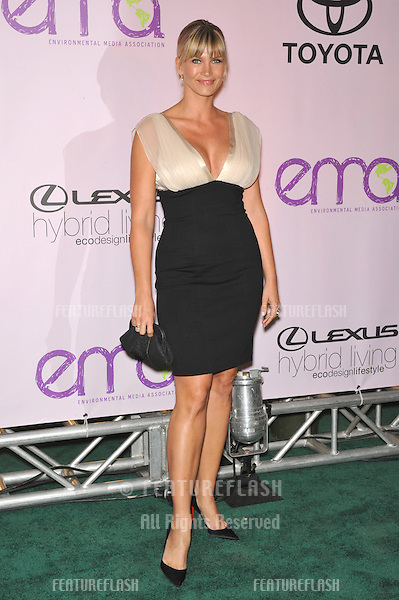 Natasha Henstridge at the 20th anniversary Environmental Media Awards at Paramount Studios, Hollywood..October 25, 2009  Los Angeles, CA.Picture: Paul Smith / Featureflash