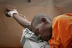 The cholera epidemic in Haiti has already killed 4.500 people and sickened more than 250.000. Enfermos de Colera en un centro de asistencia en Sivert, Puerto Principe . Photo by Jose L. Cuesta