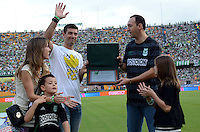 MEDELLIN -COLOMBIA-9 -NOVIEMBRE-2014.Homenaje a Gasto Pezzuti  exportero del Atletico Nacional en el dia del hincha del Atletico Nacional antes del encuentro  con   Patriotas FC    partido de la  18  fecha  de La Liga Postob—n 2014-2. Estadio Atanasio Girardot . / Gaston Pezzuti tribute to goalkeeper  of Atletico Nacional on the day of a fan of Atletico Nacional before meeting party Patriots FC 18 Premier League Postob—n date 2014-2. Atanasio Girardot Stadium. Photo: VizzorImage / Luis Rios  / Stringer