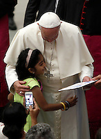 Papa Francesco saluta una bambina al termine dell'udienza generale del mercoledi' in aula Paolo VI, Citta' del Vaticano, 3 agosto 2016.<br /> Pope Francis greets a child at the end of his weekly general audience in the Paul VI hall at the Vatican, 3 August 2016.<br /> UPDATE IMAGES PRESS/Isabella Bonotto<br /> <br /> STRICTLY ONLY FOR EDITORIAL USE