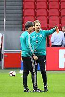 Bundestrainer Joachim Loew (Deutschland Germany) und Assistenztrainer Marcus Sorg (Deutschland Germany) - 12.10.2018: Abschlusstraining der Deutschen Nationalmannschaft vor dem UEFA Nations League Spiel gegen die Niederlande