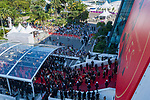 70eme Festival International du Film de Cannes. Montee de la ceremonie de cloture, vues du toit du Palais . 70th International Cannes Film Festival. Vew from rof top of closing red carpet