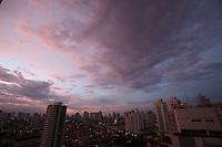 SAO PAULO, SP, 27/02/2012, CLIMA TEMPO.<br /> <br /> Essa Segunda-feira (27) começou com temperaturas em torno dos 22ºC e deve chegar aos 31ºC, a previsão é de chuvas com maior intensidade no final da tarde.<br /> <br /> Luiz Guarnieri/ Brazil Photo Press