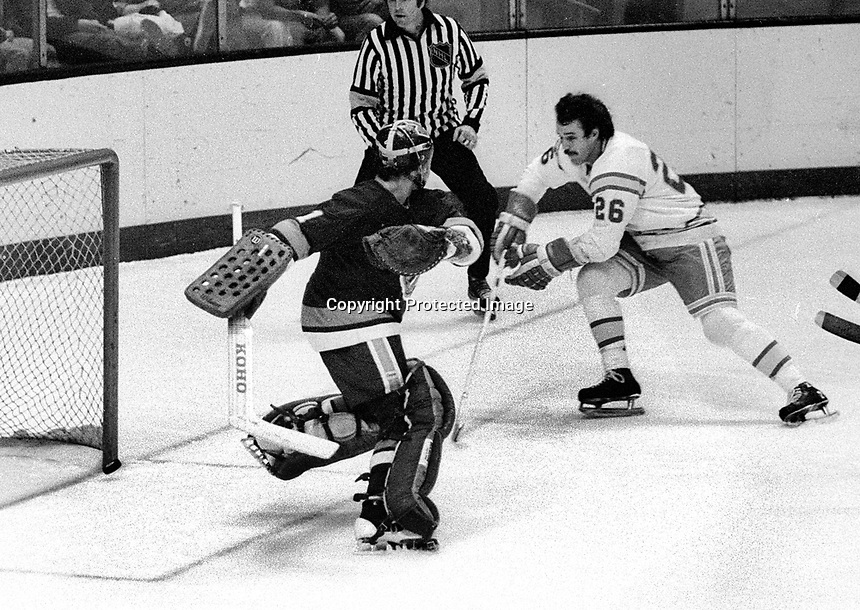 California Golden Seals #26 Bob Girard scores goal against New York Islanders Glenn Resch. (1975 photo/Ron Riesterer)