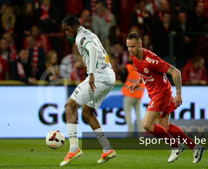 KV Kortrijk - Cercle Brugge : Junior Kabananga (l) aan de bal voor Maxime Chanot (r) <br /> foto VDB / BART VANDENBROUCKE