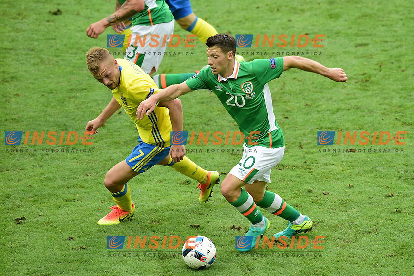 Sebastian LARSSON (swe) vs Jeff HENDRICK (irl)  <br /> Paris 13-06-2016 Stade de France Football Euro2016 Ireland - Sweden / Irlanda - Svezia Group Stage Group E. Foto JB Autissier Panoramic / Insidefoto