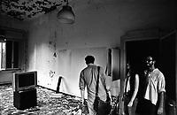 """Milano, un collettivo di """"Lavoratori dell'Arte e dello Spettacolo"""" occupa un edificio inutilizzato facente parte dell'ex macello per dare vita a un nuovo centro per le arti e la cultura chiamato MACAO. Sopralluogo degli interni --- Milan, a collective of """"Arts and Entertainment Workers"""" occupy an unused building part of the former slaughterhouse, in order to create a new centre for arts and culture called MACAO. Inspection of the interior"""