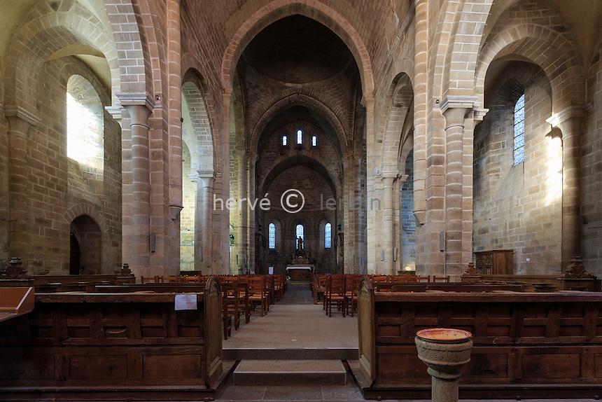 France, Corrèze (19), Aubazine, abbaye cistercienne Saint-Étienne, l'église, la nef // France, Correze, Aubazine, Saint Etienne abbey, the nave of the church