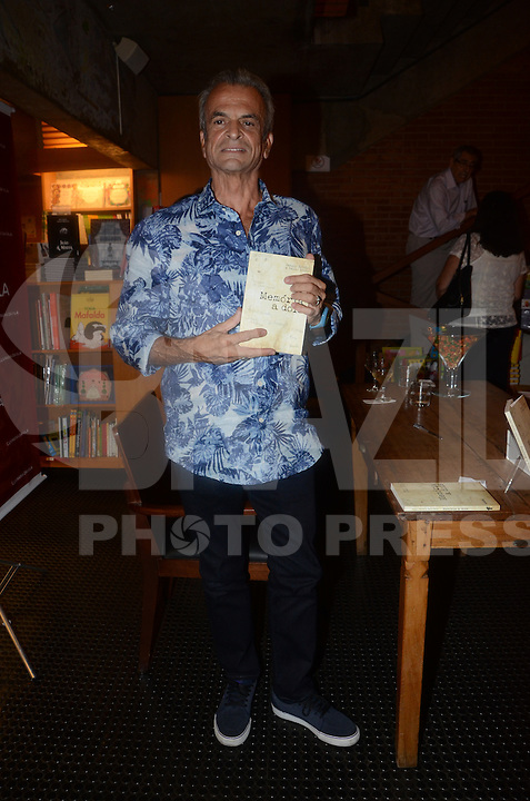 SÃO PAULO, SP, 07.03.2016 - LIVRO-SP - Paulo Brito durante lancamento do seu livro na livraria da Vila na cidade de São Paulo nesta segunda-feira, 07. (Foto: Eduardo Martins/Brazil Photo Press)