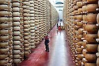 Fiorenzuola: deposito di stagionatura del Grana Padano e Parmigiano Reggiano dell'azienda Colla...Fiorenzuola: aging warehouses of Parmesan and Grana Padano