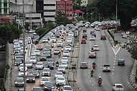 SÃO PAULO,SP, 25.11.2015 - TRÂNSITO-SP - Tráfego intenso de veículos, sentido leste do Viaduto Júlio de Mesquita Filho, no bairro da Bela Vista, região central de São Paulo, nesta quarta-feira, 25. (Foto: Marcos Moraes/Brazil Photo Press)