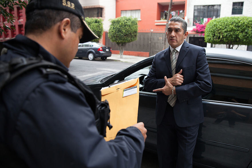 "Donovan explains his work to a member of Mexico's Federal District Police, who is guarding the apartment where journalist Rúben Espinosa and four other women were murdered in July of this year, in the middle-class neighborhood of Narvarte, Mexico City, Mexico on September 25, 2015. Donovan offers to carry out a forensic cleaning of the scene of the crime, but he is told that the investigation is still ongoing. Donovan Tavera, 43, is the director of ""Limpieza Forense México"", the country's first and so far the only government-accredited forensic cleaning company. Since 2000, Tavera, a self-taught forensic technician, and his family have offered services to clean up homicides, unattended death, suicides, the homes of compulsive hoarders and houses destroyed by fire or flooding. Despite rising violence that has left 70,000 people dead and 23,000 disappeared since 2006, Mexico has only one certified forensic cleaner. As a consequence, the biological hazards associated with crime scenes are going unchecked all around the country. Photo by Bénédicte Desrus"