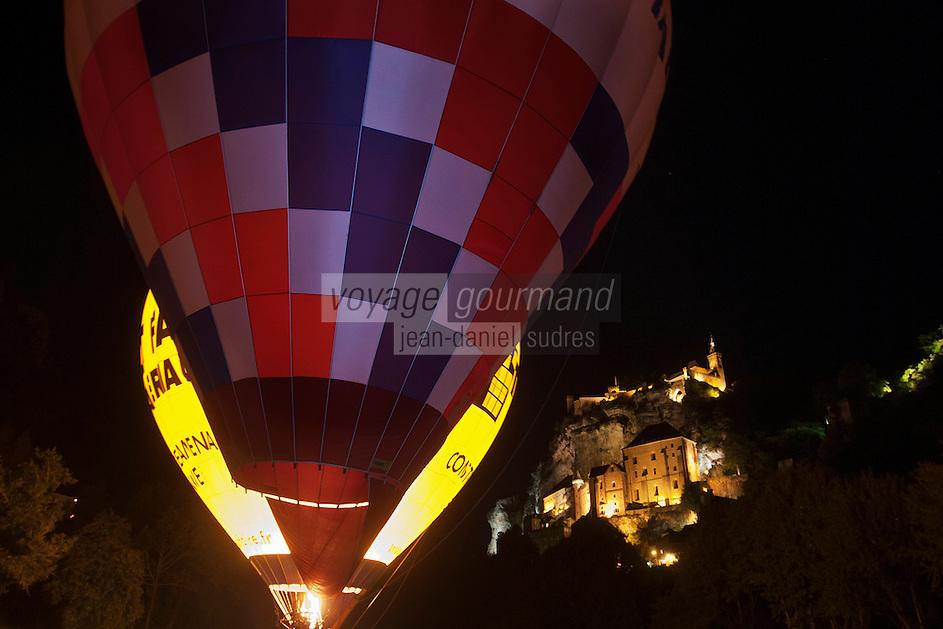 Europe/Europe/France/Midi-Pyrénées/46/Lot/Rocamadour:  Lors des Mongolfiades, Gonflement de nuit des ballons - vue de nuit