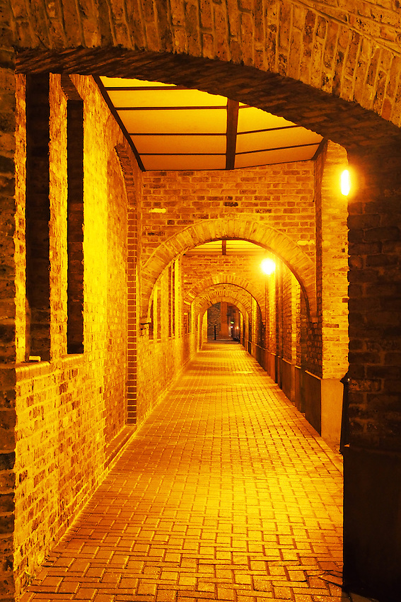 London Wapping Passage
