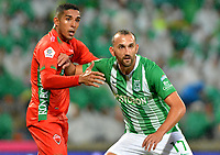 MEDELLÍN-COLOMBIA, 18-04-2019: Hernán Barcos de Atlético Nacional y Davinson Monsalve de Patriotas Boyacá disputan el balón, durante partido de la fecha 16 entre Atlético Nacional y Patriotas Boyacá, por la Liga Águila I 2019, jugado en el estadio Atanasio Gigardot de la ciudad de Medellín. / Hernán Barcos of Atletico Nacional and Davinson Monsalve of Patriotas Boyacá vies for the ball, during a match of the 16th date between Atletico Nacional and Patriotas Boyacá, for the Aguila Leguaje I 2019 played at the Atanasio Girardot Stadium in Medellin city. / Photo: VizzorImage / León Monsalve / Cont.