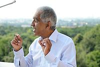 GERMANY, Hamburg, scientist and climate researcher Mojib Latif at Planetarium / DEUTSCHLAND, Hamburg, Wissenschaftler und Klimaforscher Mojib Latif am Planetarium im Volkspark